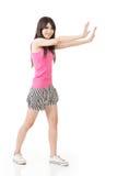 Donna che spinge o che si appoggia parete Immagine Stock Libera da Diritti