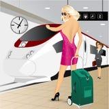 Donna che sta con una valigia del carrello Fotografie Stock