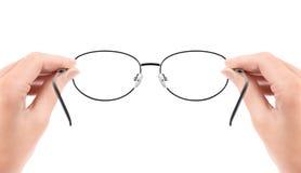 Donna che tiene i vetri in mani Immagini Stock