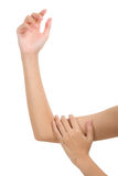 Donna che tiene il suo bello braccio sano con il massaggio nell'area di dolore Fotografia Stock