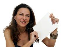 Donna che tiene segno in bianco Immagine Stock