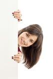 Donna che tiene tabellone per le affissioni in bianco Immagini Stock Libere da Diritti