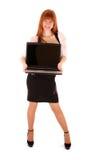 Donna che tiene un computer portatile aperto Fotografie Stock Libere da Diritti