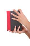 Donna che tiene un libro Fotografie Stock