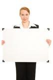 Donna che tiene una scheda bianca. Fotografia Stock