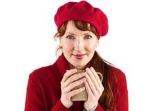 Donna che tiene una tazza calda Fotografia Stock Libera da Diritti