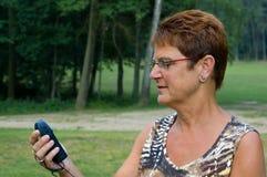 Donna che usando i gps - 1 Fotografia Stock Libera da Diritti