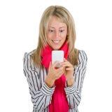 Donna che usando uno smartphone immagini stock libere da diritti