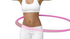 Donna che utilizza un hula-hoop nel suo addestramento stock footage