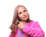 Donna che va tagliare i suoi capelli lunghi Immagini Stock Libere da Diritti