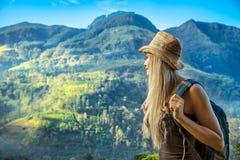 Donna che viaggia nello Sri Lanka Immagini Stock
