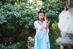 Donna cinese asiatica in cosplay antico tradizionale di hanfu del costume di dramma fotografie stock libere da diritti