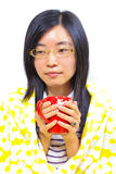 Donna cinese che si siede sotto una coperta Fotografia Stock