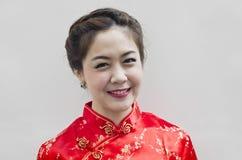 Donna cinese con i vestiti di tradizione Fotografia Stock Libera da Diritti