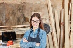 Donna come apprendista del carpentiere Immagine Stock Libera da Diritti