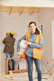 Donna come apprendista dell'artigiano Fotografia Stock Libera da Diritti