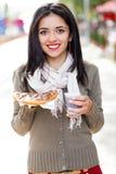 Donna con alimento e la bevanda Fotografia Stock