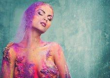 Donna con body art colourful fotografia stock