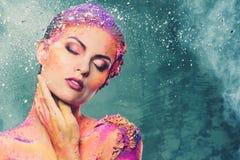 Donna con body art colourful immagine stock