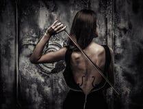 Donna con body art del violino Fotografia Stock Libera da Diritti