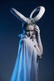 Donna con body art della capra Fotografie Stock Libere da Diritti