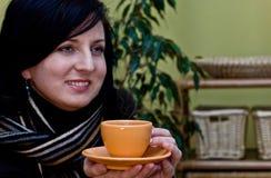 Donna con caffè Immagine Stock