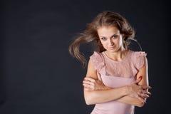 Donna con capelli fly-away Fotografie Stock Libere da Diritti