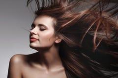 Donna con capelli lunghi sani Fotografia Stock Libera da Diritti