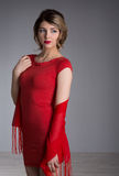 Donna con capelli nel vestito rosso da sera Fotografie Stock
