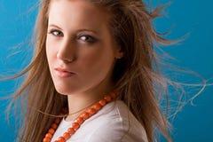 Donna con capelli scorrenti Fotografia Stock Libera da Diritti