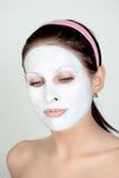 Donna con crema facciale Fotografie Stock