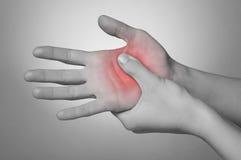 Donna con dolore della mano Immagine Stock