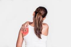 Donna con dolore della spalla Fotografie Stock Libere da Diritti