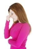Donna con dolore di pressione del seno Fotografia Stock