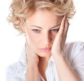 Donna con dolore nel suo collo Immagini Stock