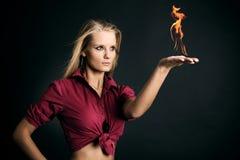 Donna con fuoco Immagini Stock Libere da Diritti