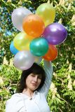 Donna con gli aerostati di colore Fotografie Stock Libere da Diritti