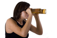 Donna con gli occhiali di protezione della birra Fotografia Stock Libera da Diritti