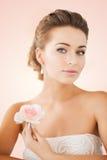 Donna con gli orecchini del diamante Fotografie Stock Libere da Diritti