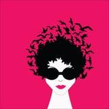 Donna con gli uccelli in capelli Immagini Stock Libere da Diritti