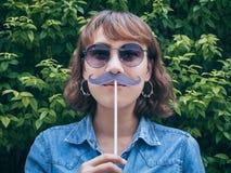 Donna con i baffi fotografia stock libera da diritti