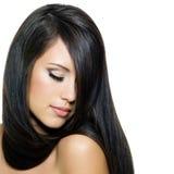 Donna con i bei capelli marroni lunghi immagine stock libera da diritti