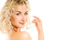 Donna con i capelli dell'arricciatura Fotografia Stock