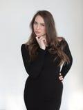 Donna con i capelli di Brown ed i bei occhi azzurri Fotografia Stock Libera da Diritti