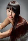 Donna con i capelli lunghi di lucentezza regolare Fotografie Stock