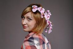 Donna con i colori in capelli Fotografie Stock