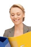 Donna con i dispositivi di piegatura Immagine Stock