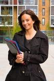 Donna con i dispositivi di piegatura Fotografie Stock Libere da Diritti