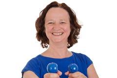 Donna con i dumbbells Immagine Stock Libera da Diritti