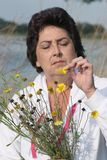 Donna con i fiori Fotografia Stock Libera da Diritti
